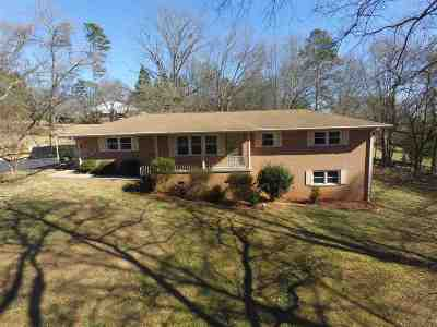 Seneca SC Single Family Home Sold: $160,000