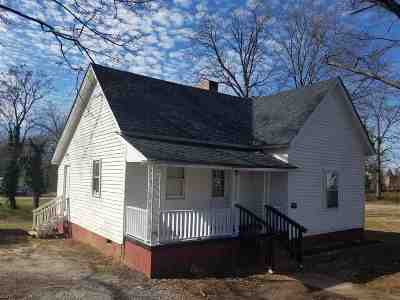 Single Family Home For Sale: 102 Q Street