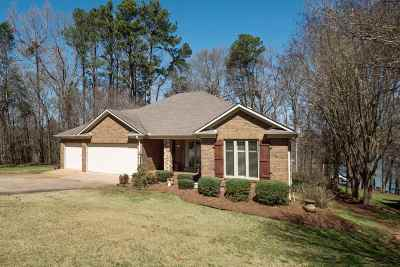 Single Family Home For Sale: 114 Streater Lane