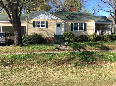 Seneca Single Family Home For Sale: 107 E South 4th Street