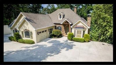 The Summit, Eastshores, Keowee Subdivision, White Oak Cliff, shangri-la, shangrila, Lakewood Estate, Sugar Hill, Port Santorini, Lakeview Height, Eleven Oaks, Waterford Sub, Waterford Pointe - Oconee Single Family Home For Sale: 215 Hillview Drive