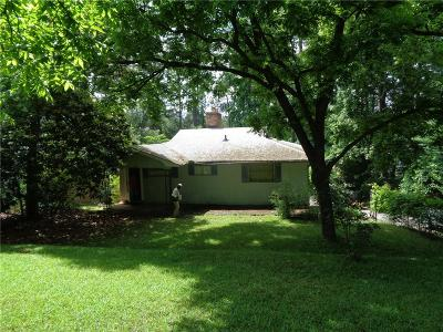 Single Family Home For Sale: 202 Buckhead Drive