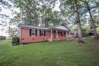 Easley Single Family Home For Sale: 150 Lake Forest Circle