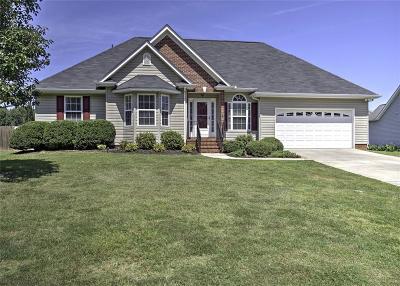 Harrington Grov Single Family Home For Sale: 106 Thorncliff Place