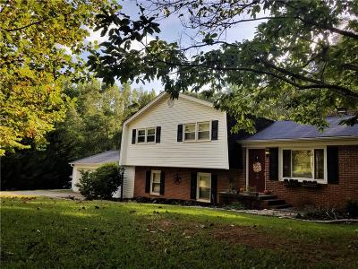 Single Family Home For Sale: 104 Parkwood Court