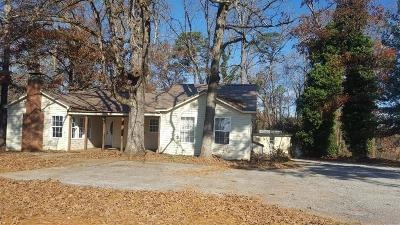 Seneca SC Single Family Home For Sale: $140,000