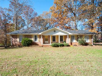 Seneca SC Single Family Home For Sale: $139,000