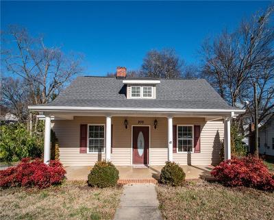 Seneca Single Family Home For Sale: 209 E South 4th Street