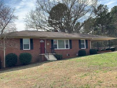 Seneca SC Single Family Home For Sale: $134,500