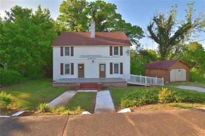Single Family Home For Sale: 533 Broadway Street