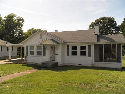 Single Family Home For Sale: 112 Riley Street
