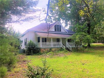 West Union Single Family Home For Sale: 225 Old Station Road