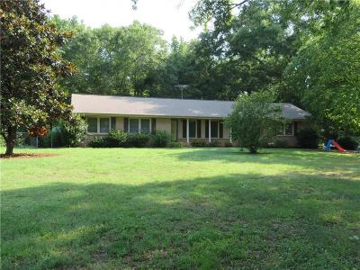 Seneca Single Family Home For Auction: 1137 Friendship Road