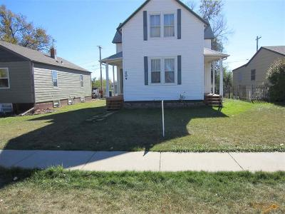 Single Family Home For Sale: 205 E Monroe