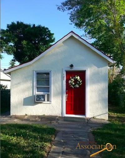 Single Family Home U/C Contingency: 121 E Philadelphia