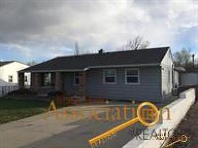 Single Family Home U/C Contingency: 419 Robbins Dr