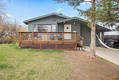 Single Family Home For Sale: 208 E Oakland