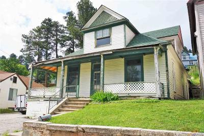 Single Family Home For Sale: 604 Railroad