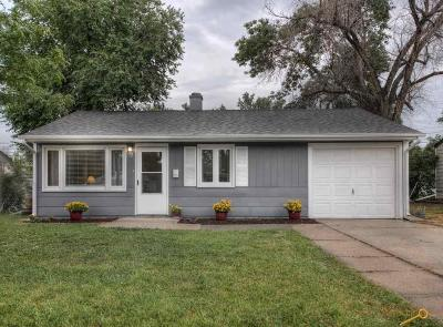 Single Family Home For Sale: 511 E Meade