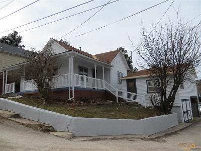 Single Family Home For Sale: 403