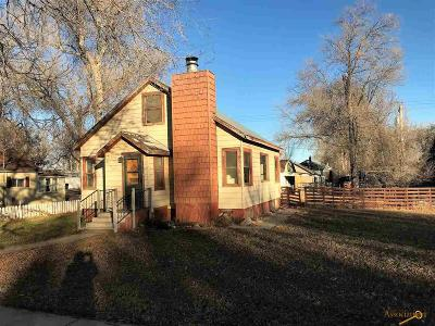 Single Family Home For Sale: 203 4th