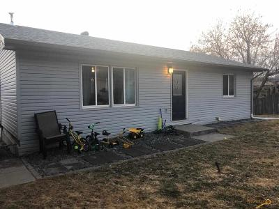 Single Family Home U/C Contingency: 12817 Larene Dr