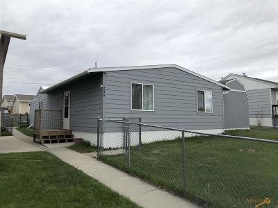 Single Family Home For Sale: 225 E Nowlin