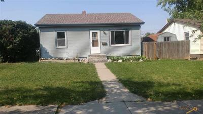 Single Family Home For Sale: 136 Cleveland
