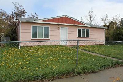 Single Family Home For Sale: 406 E Adam St