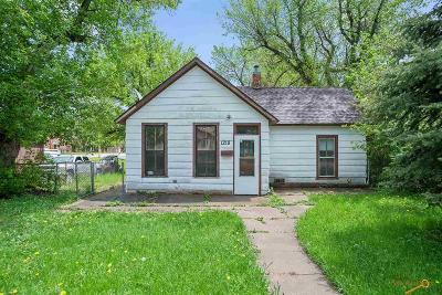 Sturgis Single Family Home For Sale: 1218