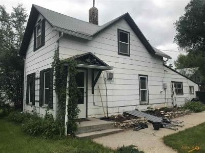 Single Family Home U/C Contingency: 305 N 6th