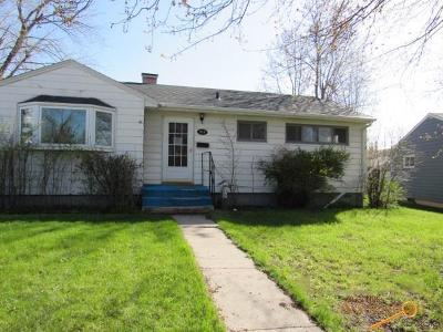 Single Family Home For Sale: 910 Joy Ave