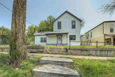 Single Family Home For Sale: 109 N 5th St