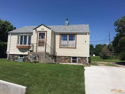 Single Family Home For Sale: 102 Anamosa
