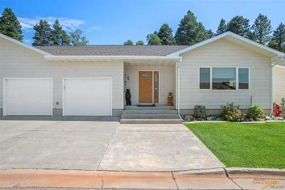 Single Family Home For Sale: 322 Cottage Hill Ln