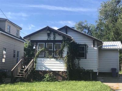Single Family Home For Sale: 407 Clark