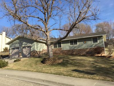 Pierre Single Family Home For Sale: 106 Lakeside Ln
