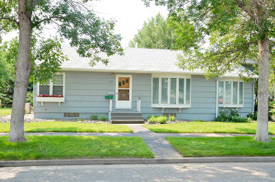 Pierre Single Family Home For Sale: 221 W 2nd St