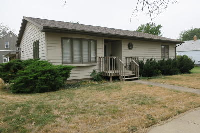 Pierre Single Family Home For Sale: 425 E Dakota Avenue