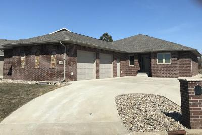 Ft. Pierre Single Family Home For Sale: 102 Port-Na Hvn
