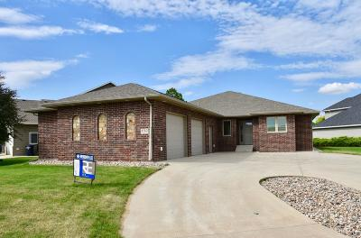Ft. Pierre Single Family Home For Sale: 102 Port Na Haven