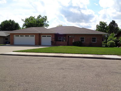 Pierre Single Family Home For Sale: 1109 Lakewood Drive