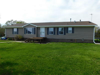 Yale SD Single Family Home For Sale: $152,000