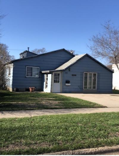 Single Family Home For Sale: 416 5th St NE