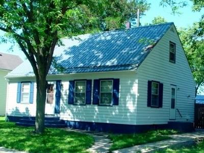 Single Family Home For Sale: 303 SE Grant Ave