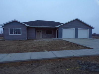 Mitchell SD Single Family Home For Sale: $318,000