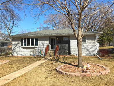 Single Family Home For Sale: 412 S Iowa St