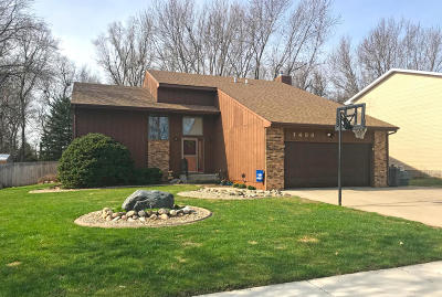 Mitchell SD Single Family Home For Sale: $229,500
