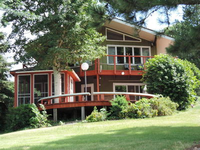 Single Family Home For Sale: 24 N Harmon Dr
