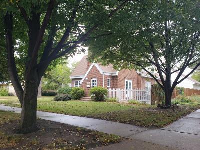 Single Family Home For Sale: 700 E 6th